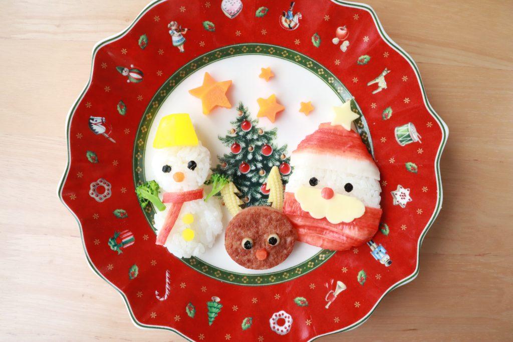 子どもが喜ぶクリスマス幼児食!サンタとトナカイと雪ダルマのクリスマスプレート
