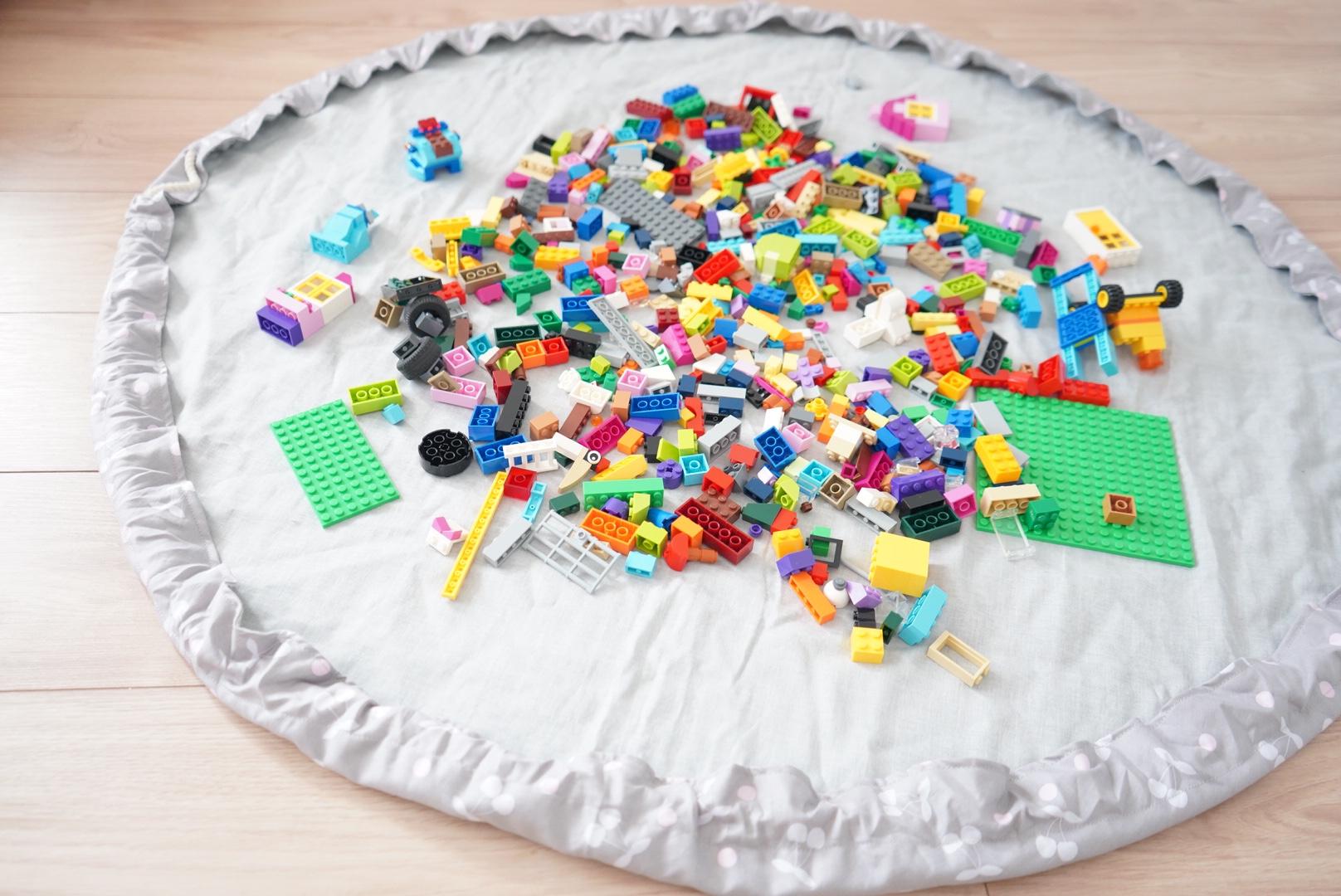 ハンドメイド初心者でも簡単に作れるレゴマットの作り方!小さな子供でもらくらくお片付け♪